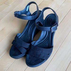 Crocs black strap sandals with wedge heel - size 7